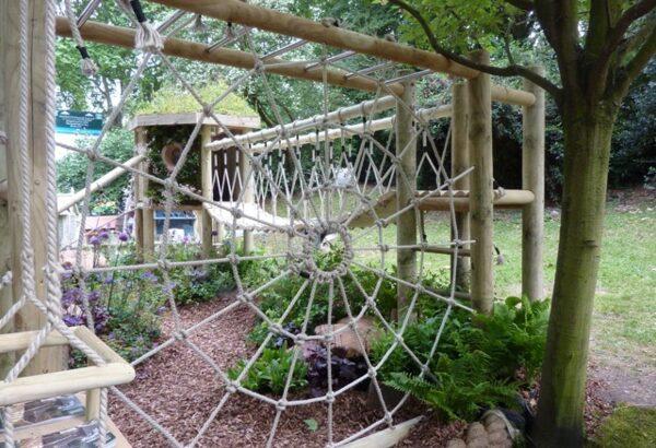Паутина-опора для сада своими руками