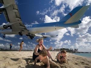 Появление самолета на пляже Сент-Мартин
