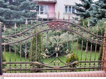 Кованая решетка для дома