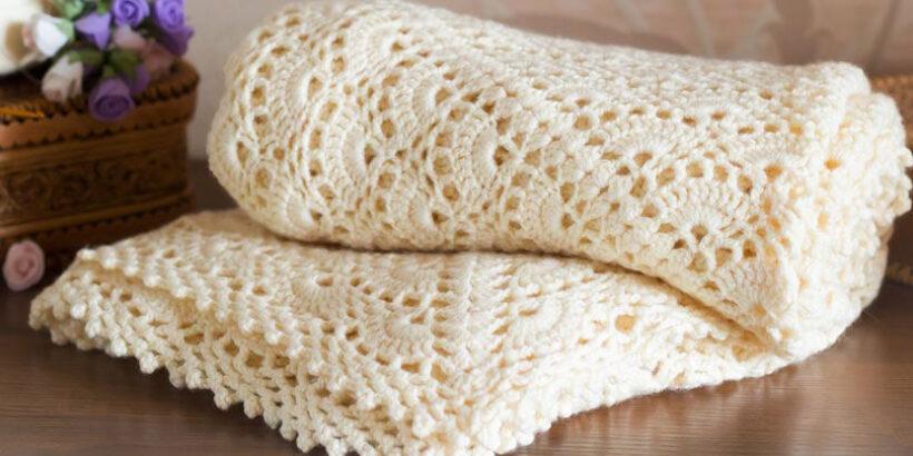 Ажурное одеяло для малыша