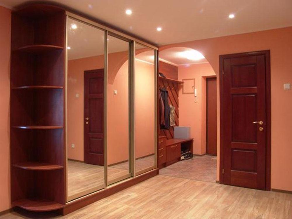 Шкаф-купе с зеркалами на двери в прихожей