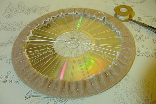 Как сделать игольницу своими из дисков