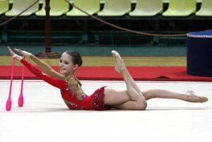 Юная гимнастка