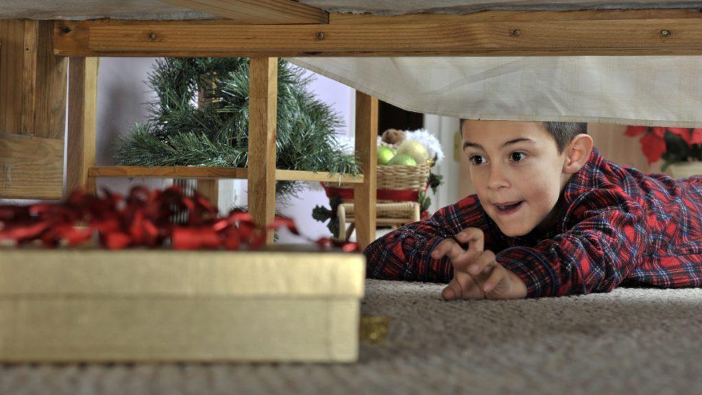 Прячем новогодние подарки от детей