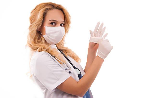 Доктор в перчатках
