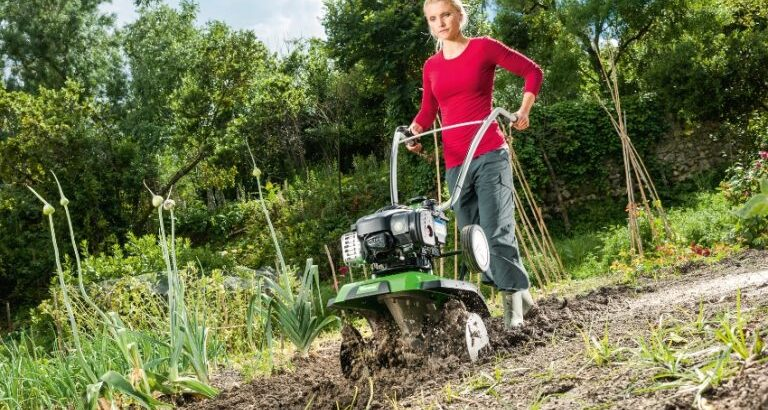 Обработка почвы на участке культиватором