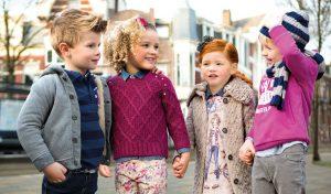 хорошо одетые дети