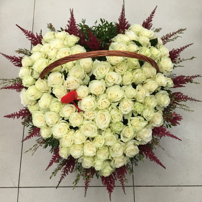 Кремовый букет из роз в форме сердца