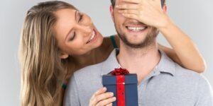 Дарим подарок мужчине