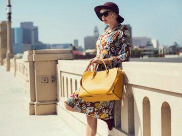 Дама с желтой сумкой