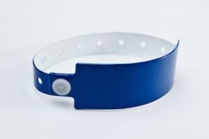 Характеристики, сферы применения и особенности виниловых браслетов
