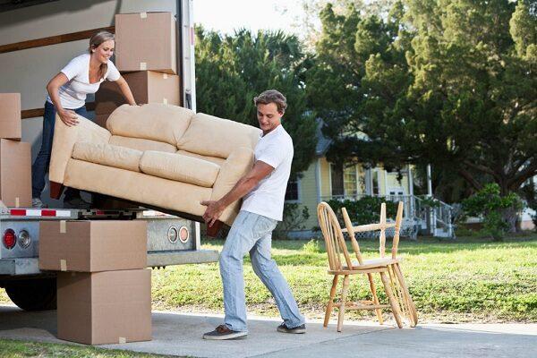 Испорченная при переезде мебель: кто отвечает и что делать?