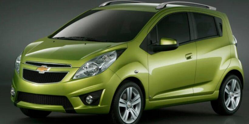 Автомобиль зеленого цвета