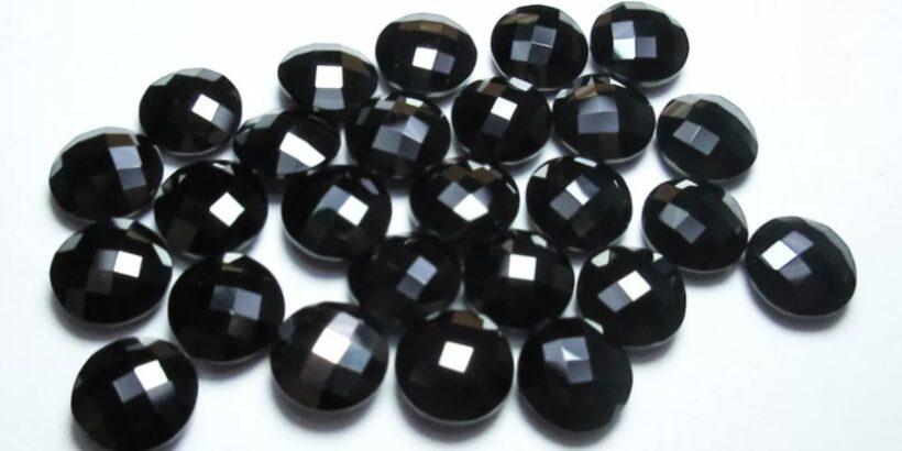 черная шпинель