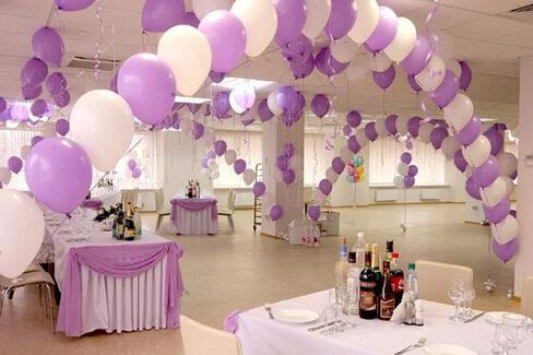 зал украшенный шариками
