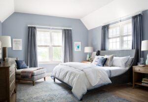 спальня с плотными шторами