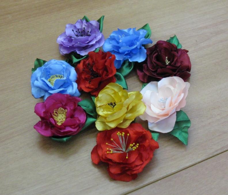 Фото цветы из атласных лент своими руками